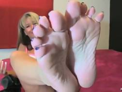 7 min - Mother shows off her lovely feet