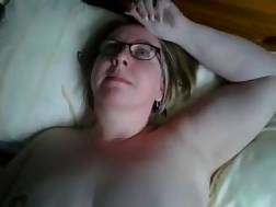 4 min - My fat mature wifey allows me to finger her pink cave