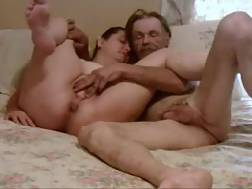 10 min - My mature wifey lets me finger her snatch before she gives head to me