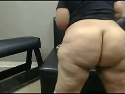 5 min - Livecam solo with my new acquaintance shaking her big big ass
