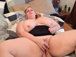 6 min - Huge knockers woman fingering herself