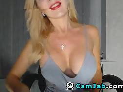 10 min - Big melons Cam chick Plays her cunt