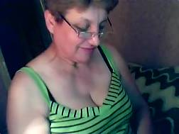 27 min - Short-haired mature skank flashes her natural melons for the live cam