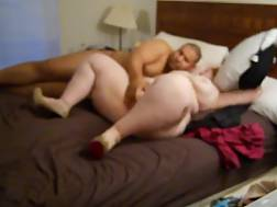 8 min - Fat couple penetrate & strap-on & dildo