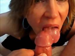 4 min - Mature lady gives a cool suck