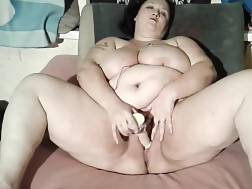 3 min - Huge nymph toying her bbw cunt