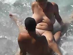 9 min - Naked couple likes a sunny day on the beach