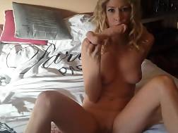 2 min - Light haired with a curly hair drilling her vagina with a fucktoy