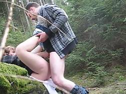 3 min - Amateur couple goes to the forest & penetrates