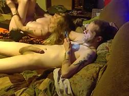 5 min - Amateur man texting while his girlie is doing all the rest