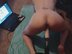 2 min - Penetrate machine destroys her pussy in front of a laptop