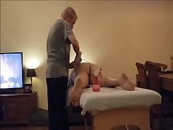 20 min - Old man massages a big butt MILF on the table