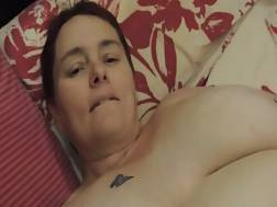 8 min - Mature lady lies on her back and fingers that pierced vagina