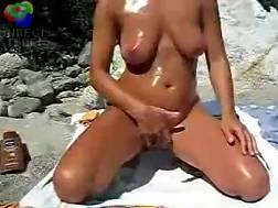 1 min - Oiled naked sexual wife rubbing at the beach