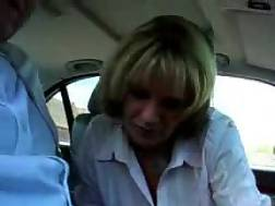 7 min - Cheating wife blowing off her bf during lunch break