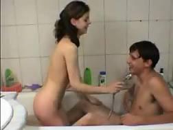 12 min - Young couple fuckin in the bath
