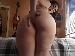 10 min - Pretty chick pleases her pussy with a dildo