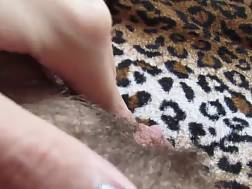 2 min - Solo chick fingers her unshaved vagina