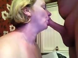 5 min - Light haired mamma sucks