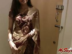 2 min - Sweet looking girlie shows