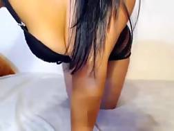 6 min - Lovely darkhaired livechat beauty