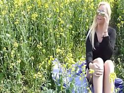 6 min - Cute blonde milf makes