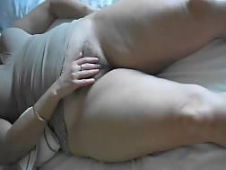 8 min - Mature lady rubs hairy