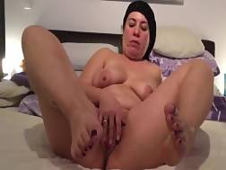 3 min - Fat mature lady stroking her shaved twat on live web cam