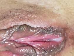 2 min - Wet pink twat begins
