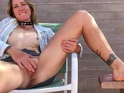 6 min - horny mommy wanks outdoors