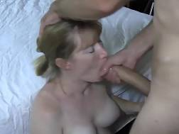 Cougars giver blowjobs
