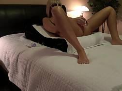 23 min - Wifey cums wanking dildo