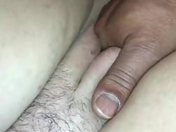 6 min - Fat wife takes fingers