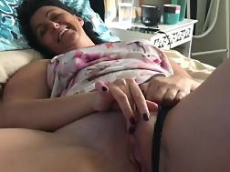 2 min - Mature girlie bed touching