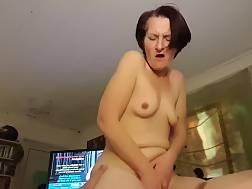 10 min - Mature wifey riding skinny