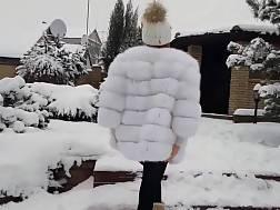 9 min - Snow cutie amazing outdoors