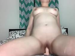 8 min - Solo babe drills pussy